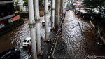 Potret Macet Saat Banjir Menerjang Cipulir