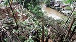 Tanah Longsor di Jalan Bhakti Cilandak Timur
