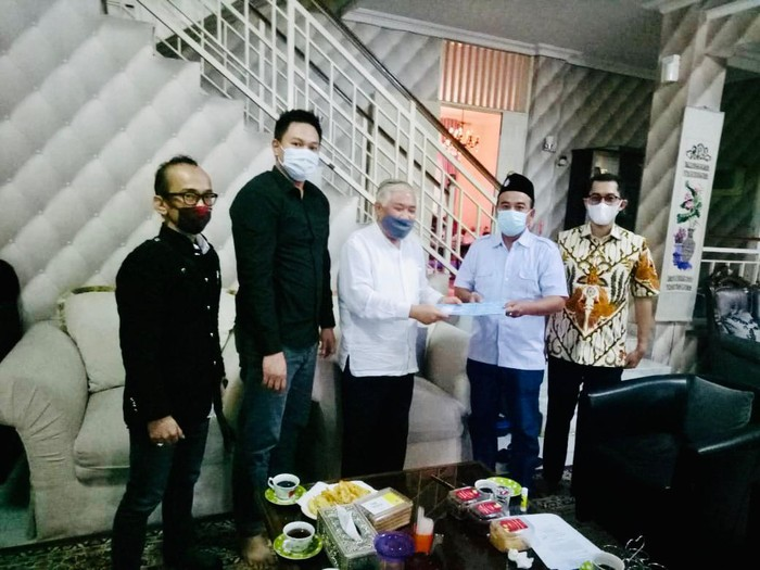 Tim Advokasi MHH saat bertandang ke rumah Din Syamsuddin untuk memberikan bantuan hukum terkait tuduhan radikalisme.