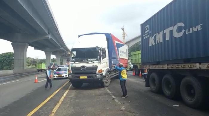 Tol Jakarta-Cikampek arah Jakarta contra flow, imbas banjir