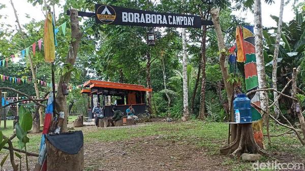 Dengan mengusung konsep alam bebas dan camping ceria, destinasi wisata Bora Bora Camp Day yang terletak di wilayah Bora, Kelurahan Mungkajang, Sulawesi Selatan langsung jadi favorit wisatawan. (Muhammad Riyas/detikTravel)