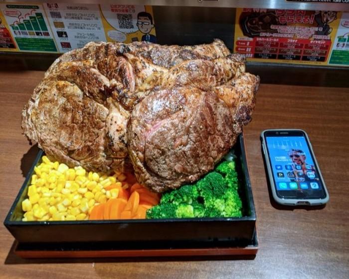 Wouw! Beefsteak Jumbo Seberat 4,5 Kg Ini Harganya Rp 5 Juta