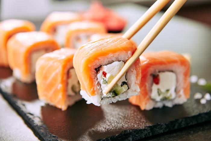 Apa Benar Sushi Tergolong Makanan Sehat? Ini Penjelasan Ahli Gizi