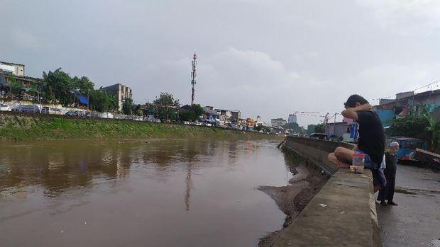 Jl Inspeksi Kampung Pulo, Jaktim, tidak banjir pagi ini, MInggu (21/2/2021).