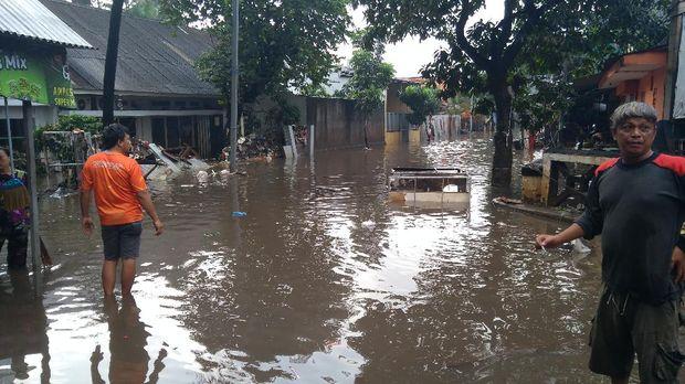 Jl Pondok Karya, Mampang, Jaksel, masih banjir. Minggu (21/2/2021).