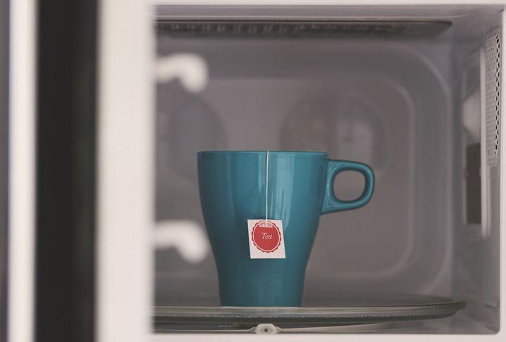 Cara Menyeduh Teh yang Benar, Jangan Pakai Microwave!
