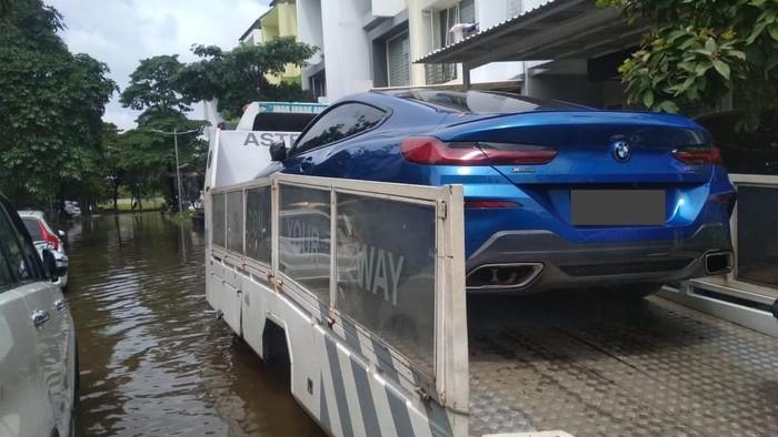 Evakuasi mobil BMW dan MINI