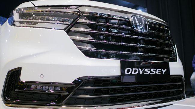 Duel MPV Mewah Honda Odyssey vs Toyota Alphard, Siapa Terlaris di Indonesia?
