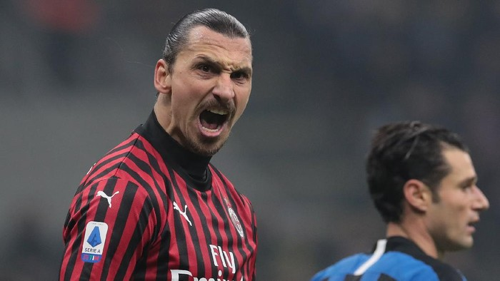MILAN, ITALY - FEBRUARY 09:  Zlatan Ibrahimovic of AC Milan celebrates during the Serie A match between FC Internazionale and AC Milan at Stadio Giuseppe Meazza on February 9, 2020 in Milan, Italy.  (Photo by Emilio Andreoli/Getty Images)