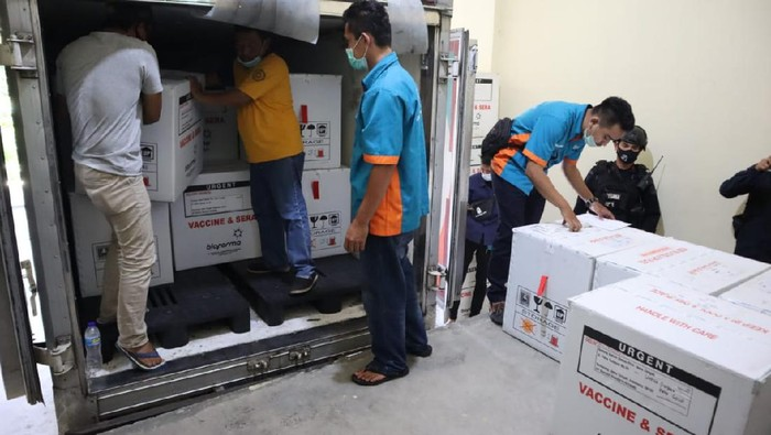 Kedatangan vaksin Corona di gudang farmasi Dinas Kesehatan Jawa Tengah di Semarang, Minggu (21/2/2021).