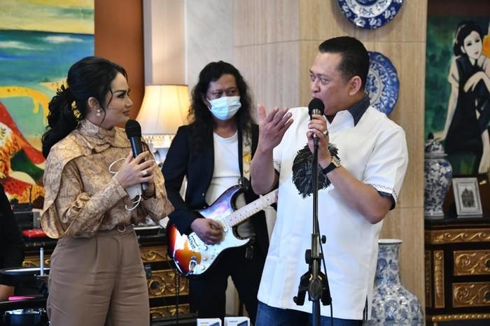 Ketua MPR RI Bambang Soesatyo kembali mengadakan acara give away Sosialisasi 4 Pilar MPR RI putaran ke-19.