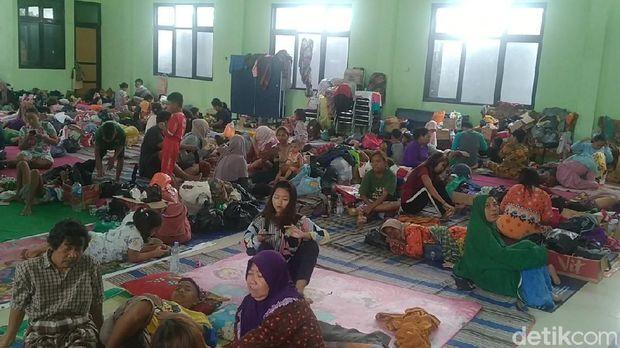Kondisi pengungsian banjir di Pekalongan Barat, Kota Pekalongan, Minggu (21/2/2021).