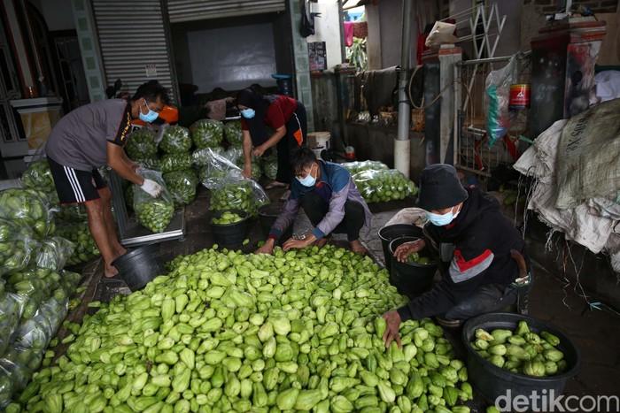 Labu siam atau labu acar kini banyak ditanam oleh petani di Desa Cukanggenteng, Kecamatan Pasir Jambu, kabupaten Bandung, Jawa Barat. Hal itu karena harga labu siam sedang tinggi.