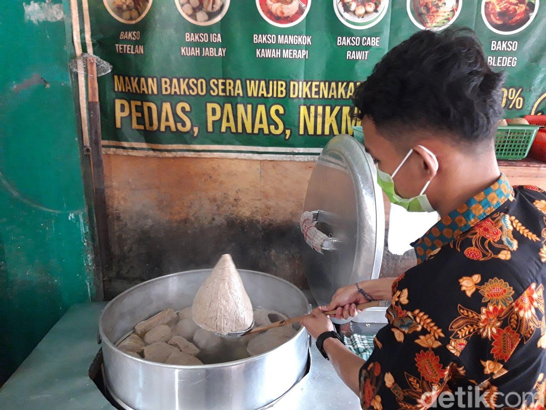 Pedasnya Nampol! Bakso Tumpeng Merapi dari Boyolali