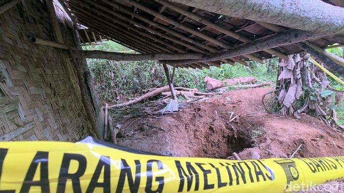 Penampakan lubang sptic tank tempattulang belulang Kasinem ditemukan