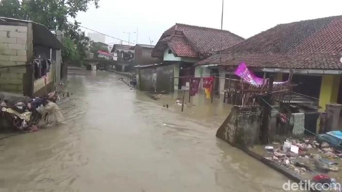 Ratusan warga Subang kembali mengungsi akibat banjir