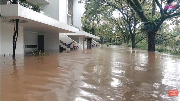 Rumah Irish Bella dan Ammar Zoni Kebanjiran