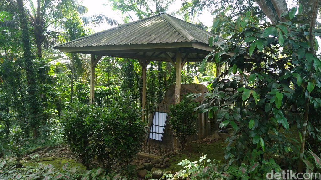 Situs Batu Tulis Cipaku, Purbalingga.