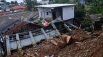 5 Rumah Terdampak Tanah Longsor di Bangka, Jakarta Selatan