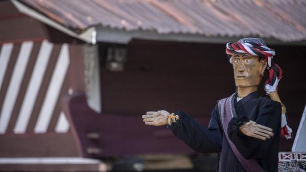 Patung Sigale-gale terpajang di Desa Wisata Tomok, Simanindo, Samosir, Sumatera Utara.