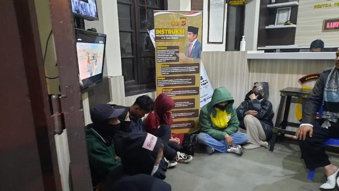 Sejumlah pasangan diduga berbuat mesum terjaring razia polisi di Cianjur