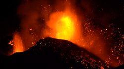 Panorama Dramatis Lava Pijar Erupsi Gunung Etna