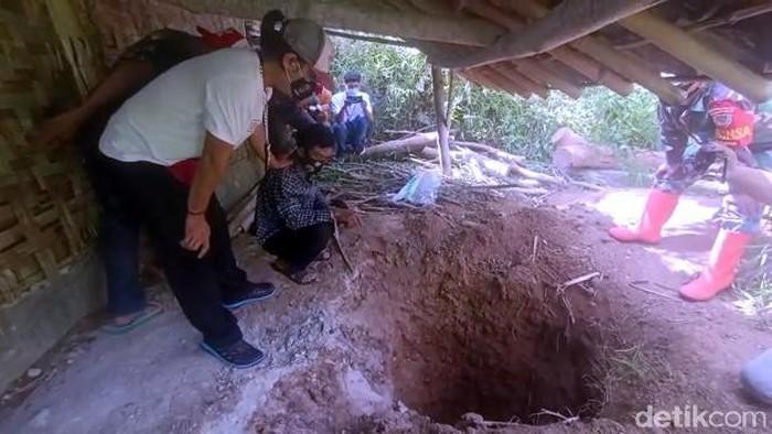 Olah TKP pembunuhan di Sukabumi.