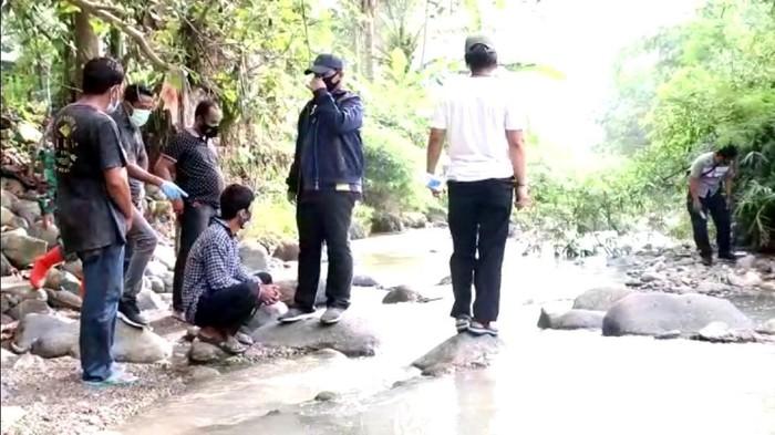 Pencarian tulang belulang korban pembunuhan di Sukabumi.