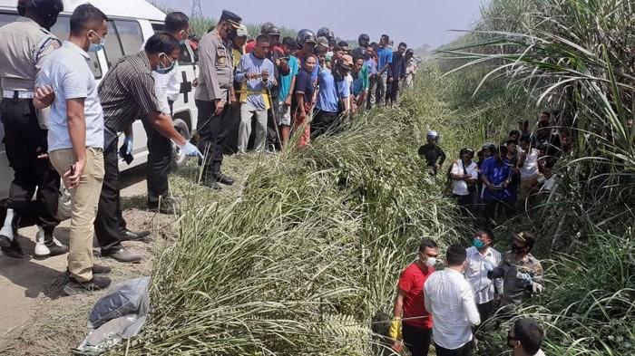 Polisi olah TKP penemuan mayat pasutri yang diduga korban pembunuhan (Dok Humas Polres Binjai)