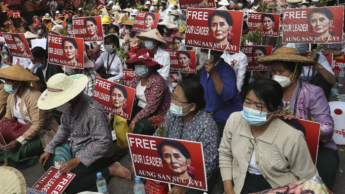 Protesters hold images of ousted leader Aung San Suu Kyi during an anti-coup protest in Mandalay, Myanmar, Sunday, Feb. 21, 2021. Police in Myanmar shot dead a few anti-coup protesters and injured several others on Saturday, as security forces increased pressure on popular revolt against the military takeover. (AP Photo)