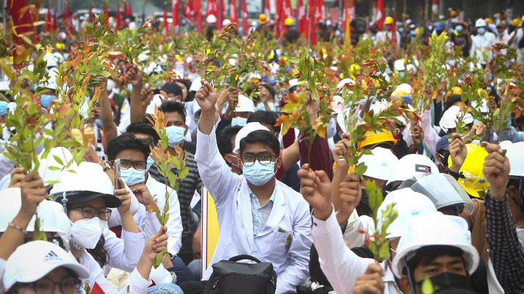 Puluhan Ribu Warga Myanmar Terus Demo Tolak Kudeta Militer