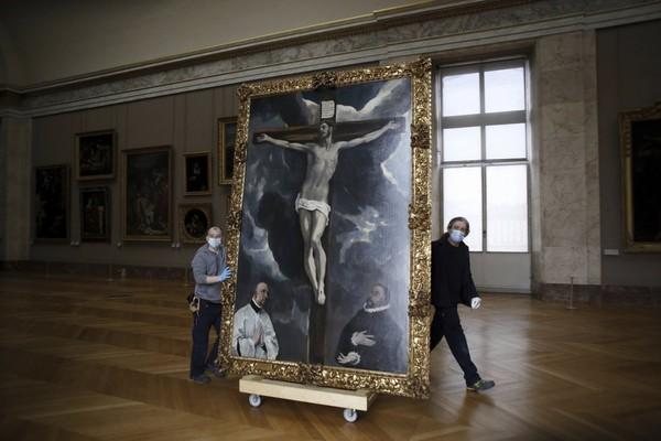 Museum akan melakukan sejumlah restorasi kepada koleksi-koleksi lukisan.
