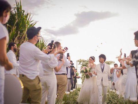 Reza Arap dan Wendy Walters Menikah di Villa Phalosa, Bali. 21 Februari 2021, pukul 15.00-21.00 WITA..