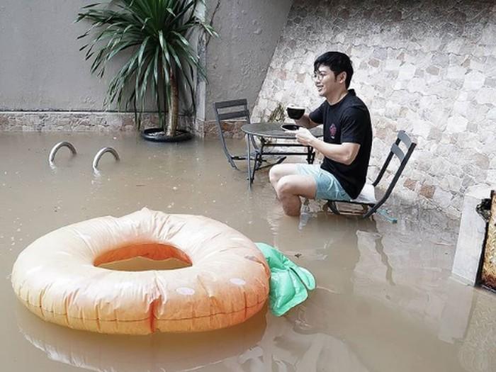 Rumah Nicky Tirta di Kemang kebanjiran.