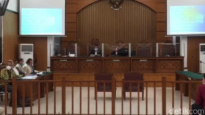 Pengadilan Negeri Jakarta Selatan (PN Jaksel) menunda sidang praperadilan Habib Rizieq terkait penangkapan dan penahanan kasus kerumunan Petamburan.