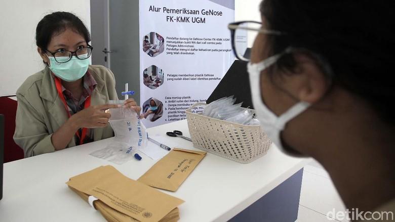 UGM membuka layanan tes COVID-19 melalui metode GeNose C19. Genose Center ini berada di Gedung Tahir Foundation, Pasca Sarjana Fakultas Kedokteran UGM, Yogyakarta.