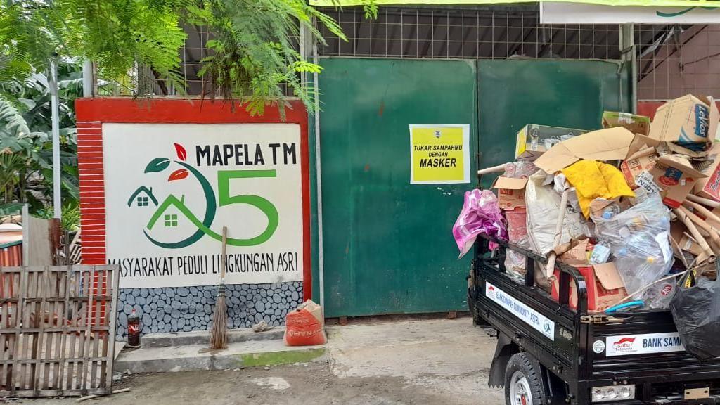 Kampung Tangguh Jaya di Cikarang Sukses Bikin Tukar Sampah dengan Masker