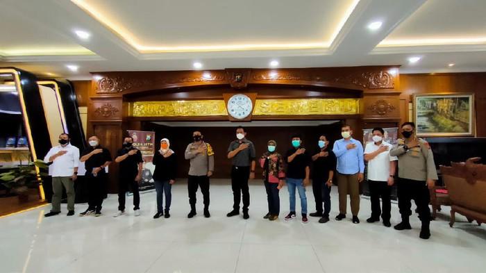 Asosiasi Media Siber Indonesia (AMSI) Jatim audiensi dengan Kapolda Irjen Nico Afinta. Audiensi digelar untuk menangkal dan memerangi pemberitaan hoaks.