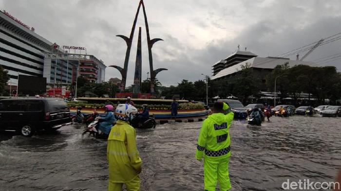 Banjir di Simpang Lima Semarang, Selasa (23/2/2021).