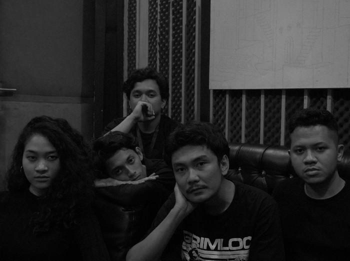 Coltrains, band asal Bekasi dengan genre musik trip hop.