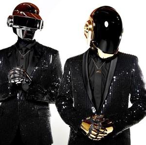 Transformasi Gaya Nyentrik Daft Punk Sebelum Bubar Setelah 28 Tahun Eksis