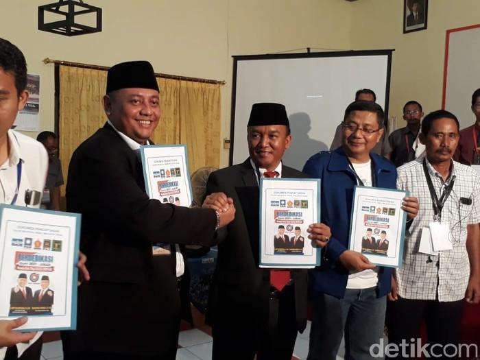 Dedy Yon Supriyono-M Jumadi saat mendaftar sebagai calon Wali Kota dan Wakil Wali Kota Tegal di Pilkada 2018.