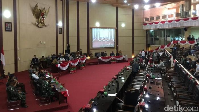 DPRD Medan menggelar rapat paripurna tentang usulan pelantikan Bobby Nasution-Aulia Rachman menjadi Wali Kota-Wakil Wali Kota Medan pada 26 Februari 2021. (Ahmad Arfah/detikcom)