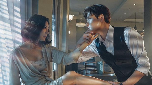 Deretan drama Korea ini mencetak rekor di stasiun televisi kabel Korea. Dengan pilihan genre romantis, komedi, hingga thriller, kamu tak perlu menunggu-nunggu penayangan episode terbarunya. The World of the Married.