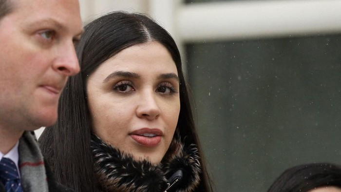 (FILES) In this file photo Emma Coronel Aispuro,(C) wife of Joaquin El Chapo Guzman leaves from the US Federal Courthouse after a verdict was announced at the trial for Joaquin El Chapo Guzman on February 12, 2019 in Brooklyn, New York. - US authorities arrested the wife of jailed Mexican drug lord Joaquin