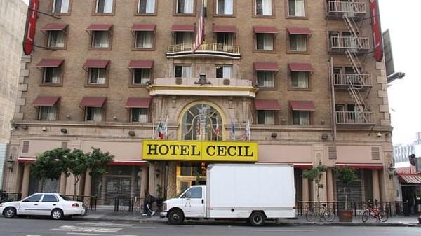 Berlokasi di Los Angeles, Hotel Cecil berdiri sejak tahun 1927. Dengan lobi yang indah, penginapan ini dibangun untuk tujuan yang nyaman bagi wisatawan bisnis dan turis Hollywood.