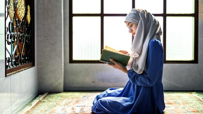 Ilustrasi membaca al quran