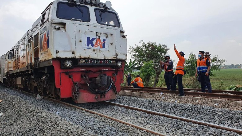 Jalur hilir KA antara Stasiun Kedunggedeh - Stasiun Lemahabang, Kab. Bekasi, sudah dapat dilewati oleh semua kereta api, Selasa (23/2/2021).