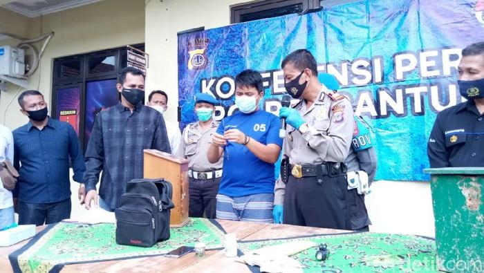 Jumpa pers kasus pencurian kotak amal di Polsek Pleret, Bantul, Selasa (23/2/2021).