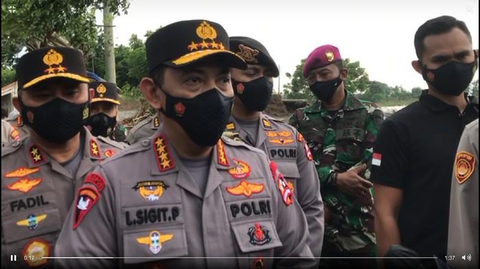 Kapolri Jenderal Listyo Sigit Prabowo tinjau lokasi tanggul jebol di Pebayuran, Kabupaten Bekasi